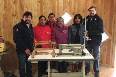 Tejedoras de la comunidad indígena de Lumaco, Región de Los Ríos, reciben implementación para el desarrollo de sus emprendimientos
