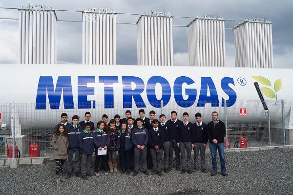 CChC y ONG Canales organizaron visita de estudiantes a planta gasificadora y faena de instalación
