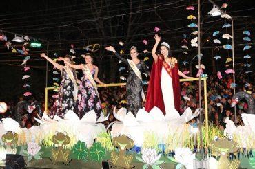 Valdivia se tiñó de colores en octavo Carnaval de la Primavera con alrededor de 35 mil asistentes al evento