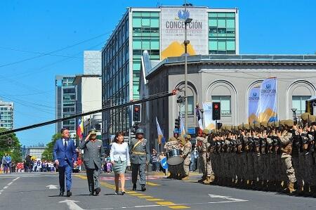 Multitudinaria participación marcó el desfile ciudadano de Concepción