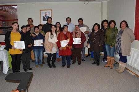 Felices beneficiarios del programa de microemprendimiento indígena urbano en Puerto Aysén