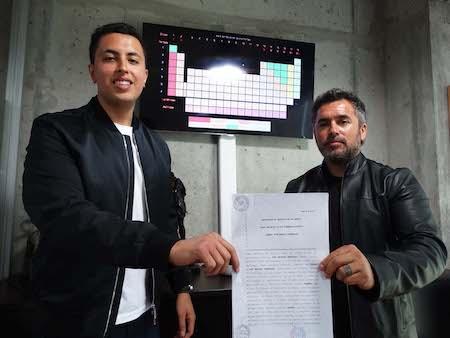 Joven de Concepción inscribe todos los elementos de la tabla periódica para ayudar a la humanidad