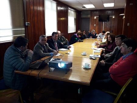 Autoridades se reunieron con representantes de comunidad puertovarina para exponer acciones realizadas por la mesa técnica Lago Llanquihue frente a descargas de aguas servidas al lago