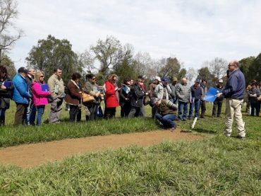 Productores de Los Ríos se capacitan en manejo de praderas de primavera-verano