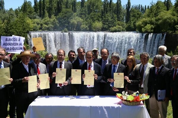 Ministro Undurraga destaca histórico acuerdo para el uso eficiente y sustentable de aguas del Lago Laja