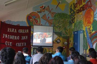 """Jóvenes del centro de justicia juvenil de Valdivia lanzaron documental """"Muros con vida"""""""