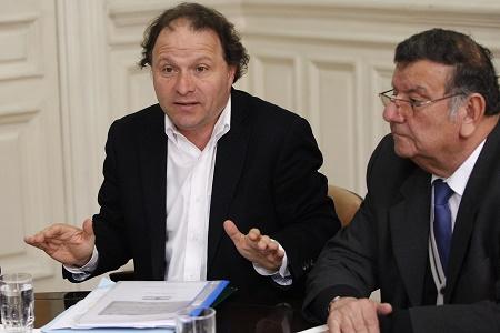 Senadores De Urresti y Quinteros solicitan potenciar exitoso programa de control de la plaga de visones