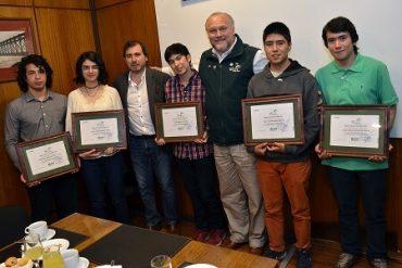 Alcalde se reúne con alumnos municipales con puntajes destacados en la PSU