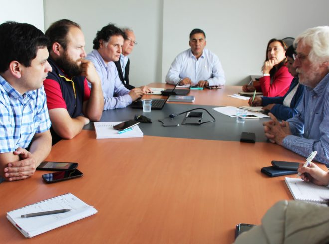 Seremi de Salud y Sernapesca coordinan refuerzo de acciones preventivas en Mesa Técnica ante intoxicaciones por marea roja en Aysén