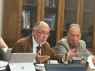 Diputado Flores recibe en Comisión de Agricultura a director Nacional de CONAF y ONEMI