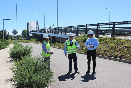 MOP entregó terreno y presentó consorcio chileno-holandés que elaborará diseño de ingeniería para reparación del puente Cau Cau