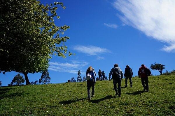 """""""Guardiana del agua de Valdivia"""" ofrece visitas guiadas por sendero Lomas del Sol"""