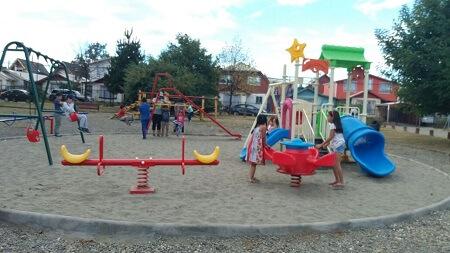 Municipio de Valdivia inauguró nueva plaza con juegos infantiles en Villa Portal del Sol