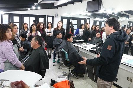Municipalidad de Valdivia abrió periodo de postulación para curso de peluquería