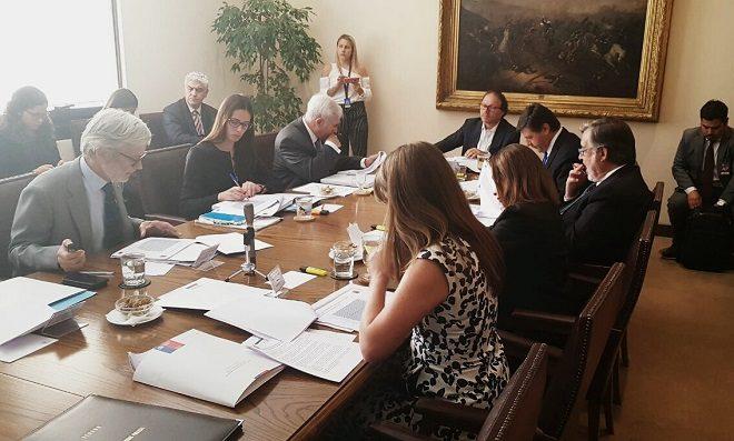 Comisión de Obras Públicas acordó realizar sesión especial por el puente Cau Cau en mayo