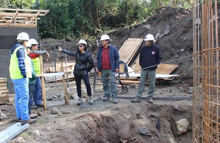 MOP inspecciona en terreno construcción de nuevos sistemas de agua potable rural de Pumol y Quimán,en Futrono