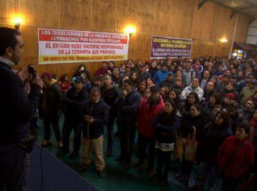Trabajadores acuerdan paro de barcos y plantas pesqueras enRegión del Biobío