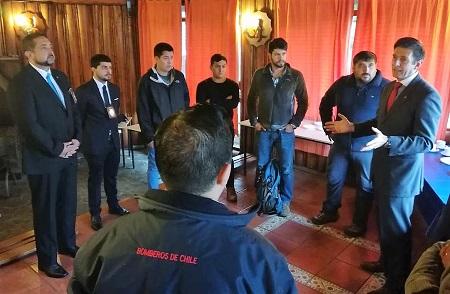 Detectives capacitaron a bomberos de distintas compañías de Valdivia