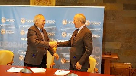 Corporación cultural de Osorno firma convenio conTeatro Municipal de Santiago