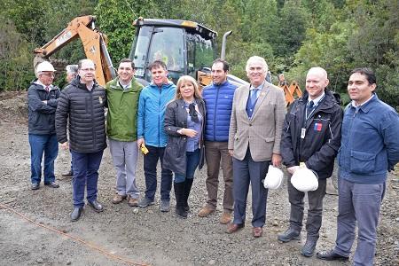 Intendente y seremi del MOP participan en Primera Piedra de Mejoramiento ruta 7 en sector Puente Cisnes- Pichicolo, Hualaihué