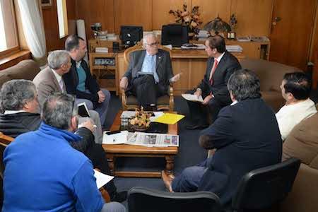 Intendente Jürgensen se reúne con alcalde de Calbuco