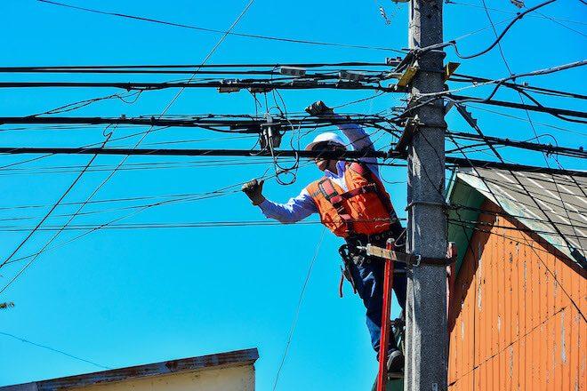 Experiencia penquista es aporte a proyecto de ley para regular tendido de cables en todo el país