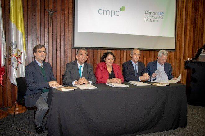 CMPC, la Universidad Católica y la Municipalidad de Collipulli firman convenio para la construcción de una Villa Ecosustentable