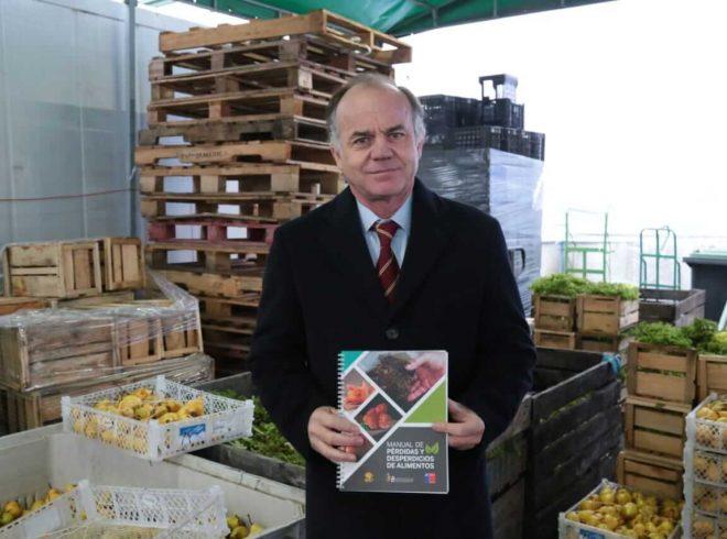 """Ministro Walker:""""Queremos crear conciencia de que una fruta con daño mecánico o cosmético no es inferior a una fruta que no tiene ese daño"""""""