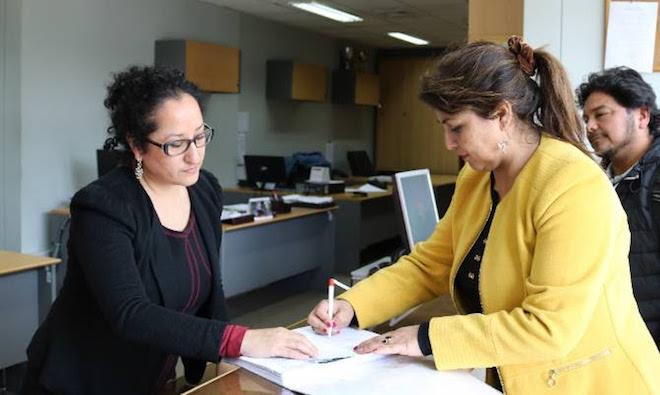 Alcaldesa de Paillaco interpuso recurso de protección para evitar desecho de salmones en El Llolly