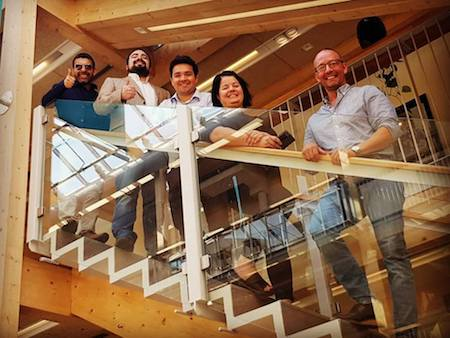 Emprendedores chilenos presentan en Suecia innovación de iluminación solar con alto impacto medioambiental y social