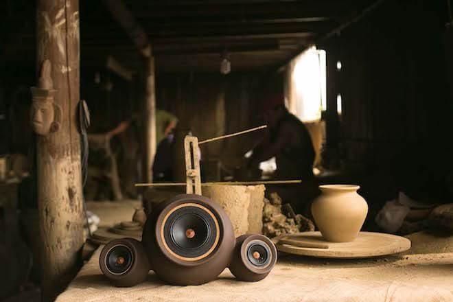 Con greda y madera nativa construyen parlantes de alta fidelidad