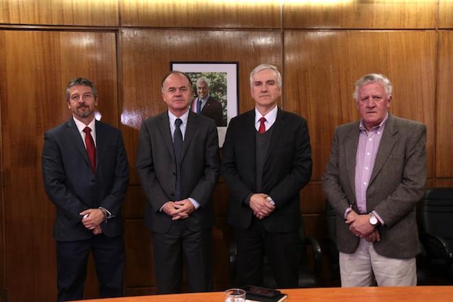 Ministro Walker destaca inquietud por asociarse y formar cooperativas para fortalecer industria lechera