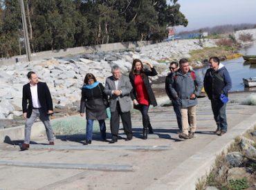 """Alcaldes de San Pedro de la Paz y Hualpén dijeron """"no a las empresas salmoneras"""" en las costas del Biobío"""