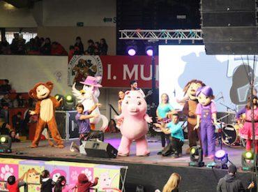 """""""Mi Perro Chocolo"""" congregó a cientos de familias en Coliseo de Valdivia"""