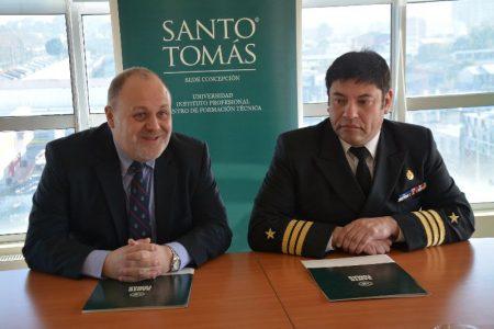 Santo Tomás y la Armada de Chile firman convenio