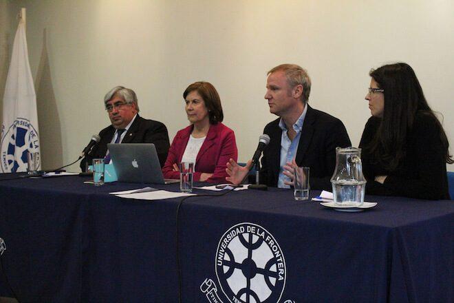 """En la UFRO se desarrolló seminario """"el futuro del centro político"""" junto al Centro de Estudios Democracia y Progreso"""