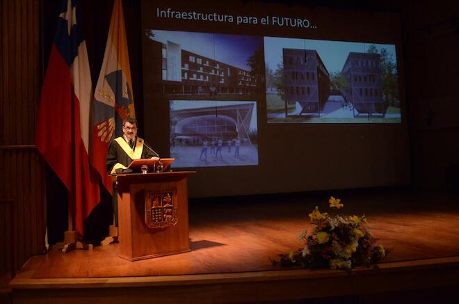 Con toga y birrete UACh celebró 64 años de existencia