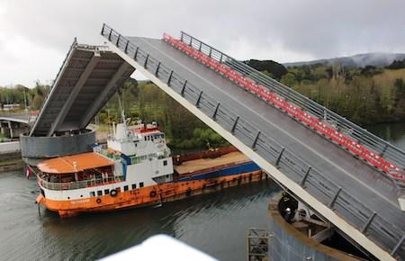 Con una hora menos de operación se completó segunda apertura programada de puente Cau Cau, luego de su puesta en uso provisoria