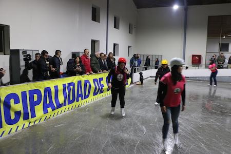 Osorno inauguró la primera pista de patinaje en hielo del sur de Chile