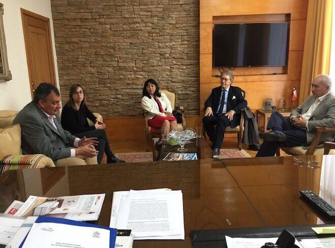 Alcalde de Osorno acerca postura de corredor bioceánico turístico en la provincia al intendente de Bariloche