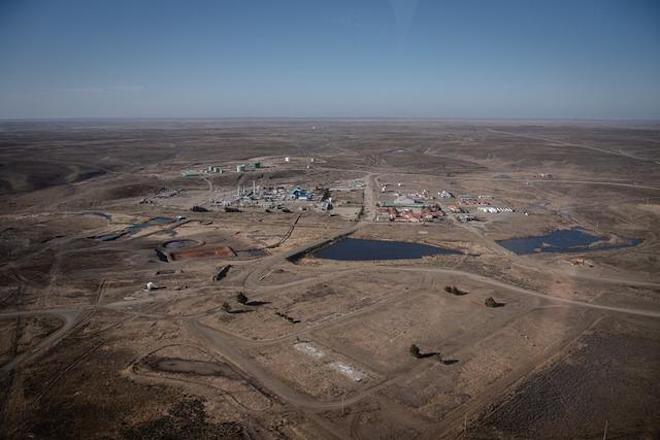 """Greenpeace realiza denuncia en Superintendencia por derrame en Tierra del Fuego: """"Estamos frente al mayor derrame de petróleo en Chile de los últimos 20 años"""""""