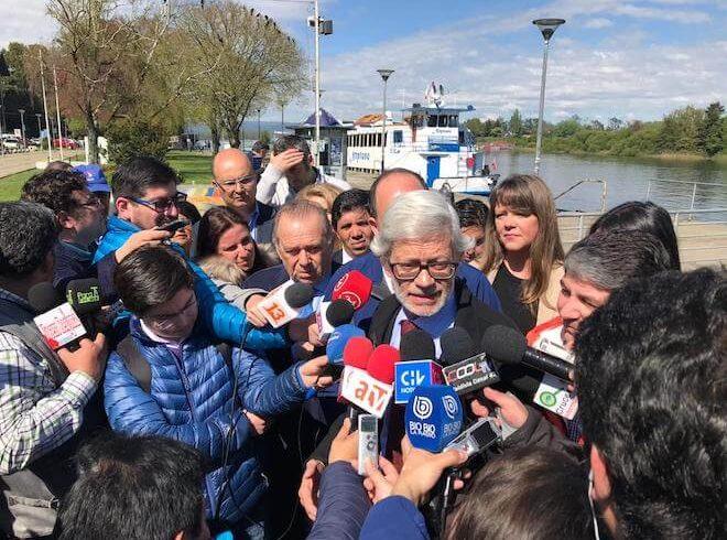 Ministro Fontaine anuncia que Puente Cau Cau tiene solución definitivay en 24 meses estará reparado