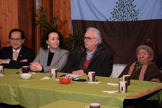 Intendente Jürgensen acoge petición de comunidades indígenas para abrir una Oficina de la Mujer Huilliche
