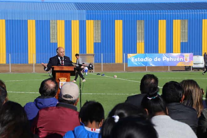 Autoridades inauguran nuevo estadio deportivo en Lebu