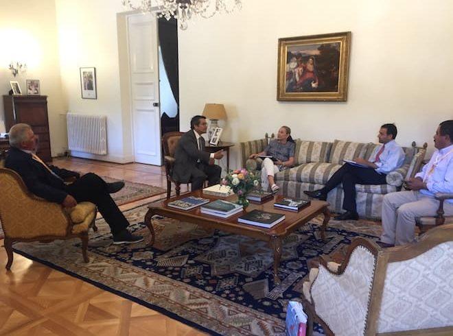 Alcalde Santana y concejales de Río Ibáñez presentan plan de trabajo con las personas mayores a primera dama