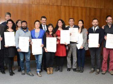 UACh reconoció a 14 de sus profesionales y académicos por su aporte a la Extensión y Vinculación con el Medio