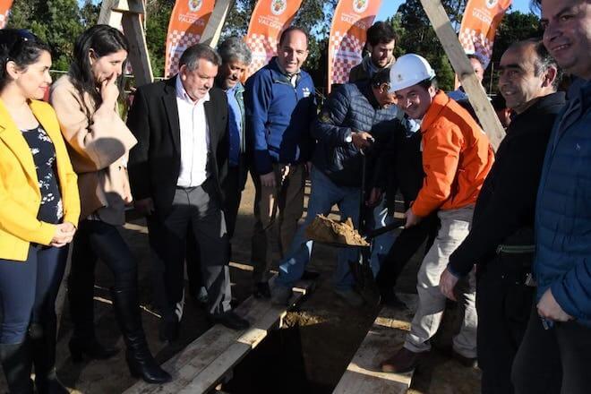 Colocan primera piedra para construcción del estadio de Niebla