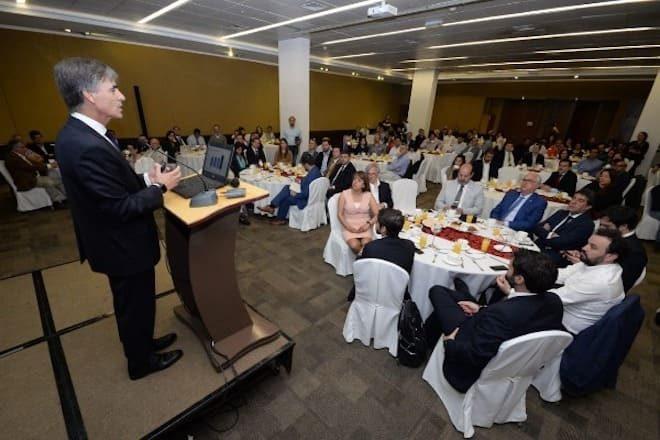 """Ministro Valente en Puerto Montt: """"Los Lagos está en marcha y Chile sigue firme en la senda del crecimiento"""""""