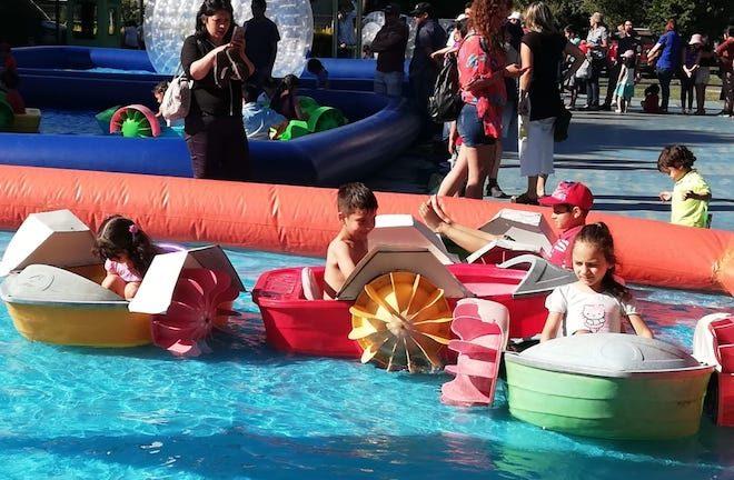 Más de 3 mil niños disfrutaron de una tarde navideña en el estadio Germán Becker