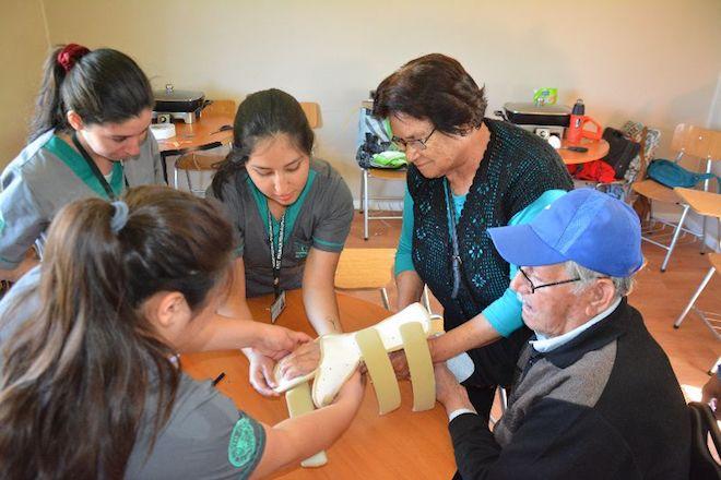 Futuros terapeutas ocupacionales realizaron Operativo de Órtesis para adultos mayores en Hualpén